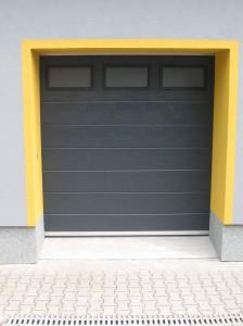 garážová vrata antracit, okénka