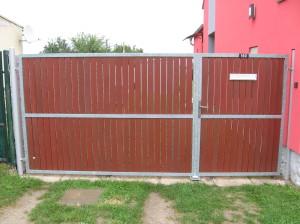 brána včetně vchodové branky