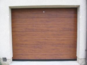 garážová vrata zlatý dub, zámek